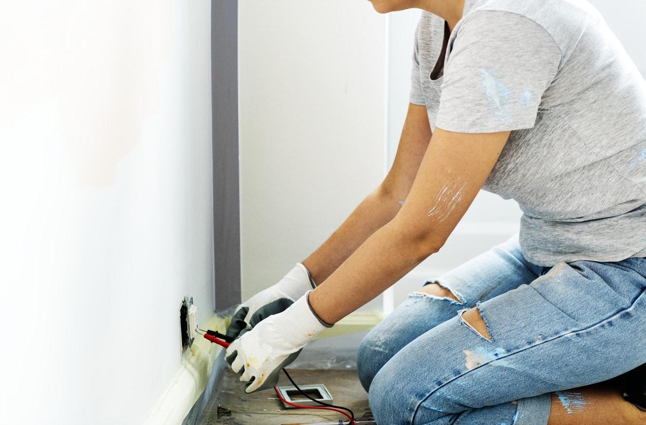 Jak zakładać bezpieczne instalacje elektryczne we własnym domu