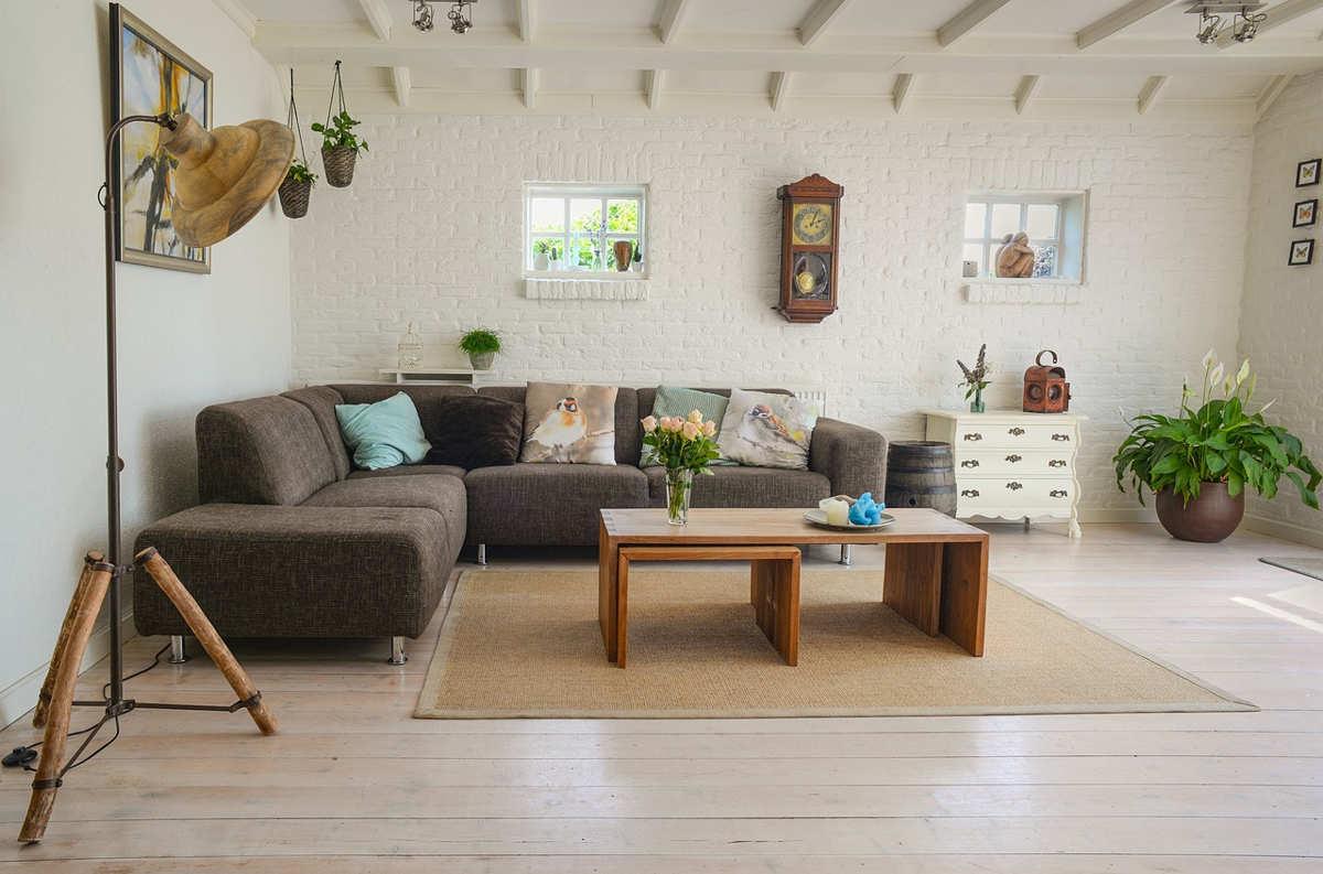 Poldem - Narożnik czy sofa - co wybrać do niewielkiego salonu