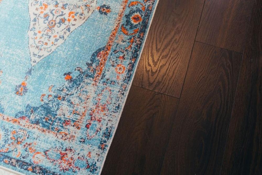 Przędza PP, czyli tanie dywany o niezwykłych właściwościach. Jakie mają zalety?