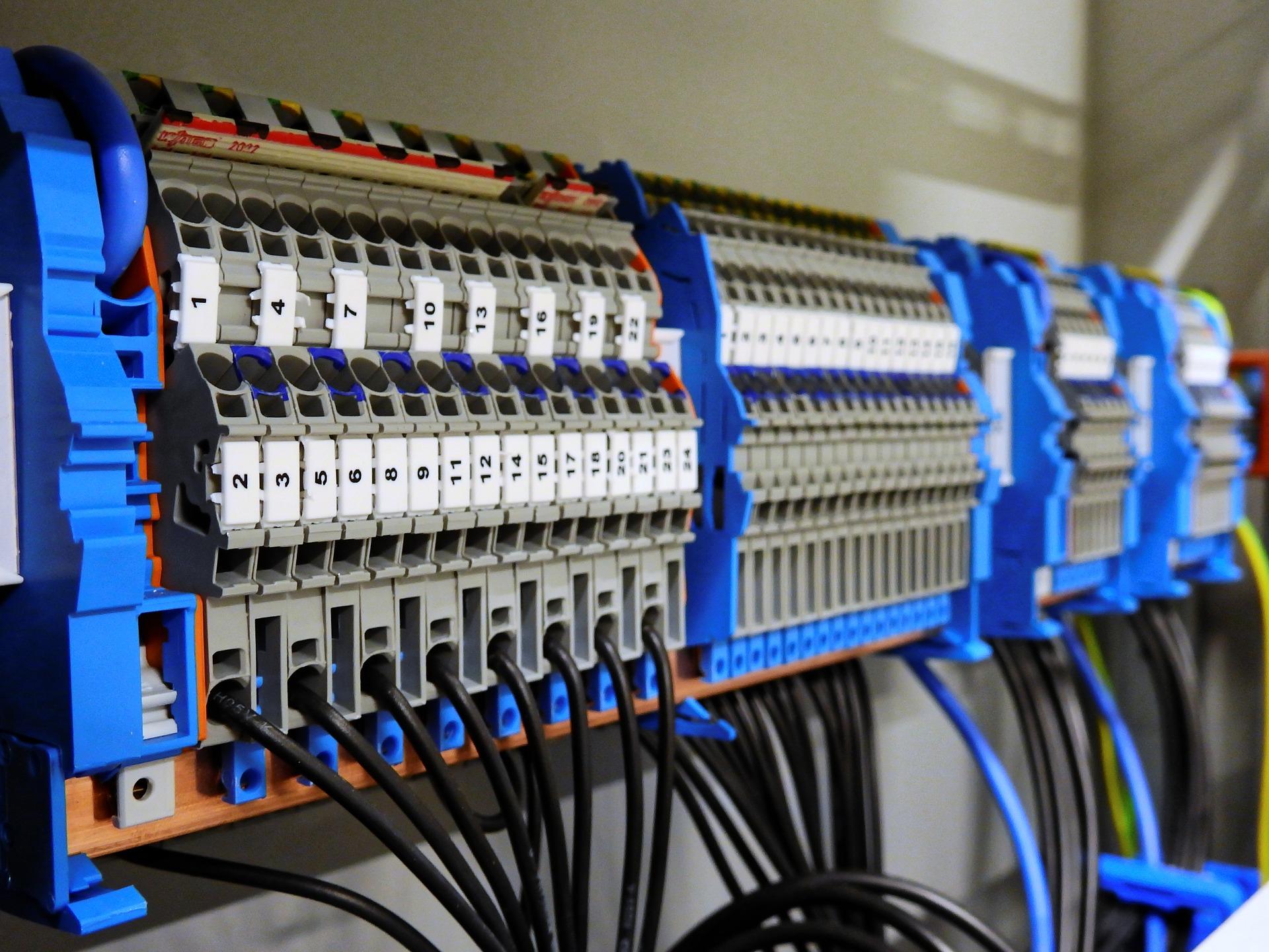 Dlaczego warto posiadać awaryjny agregat prądotwórczy?