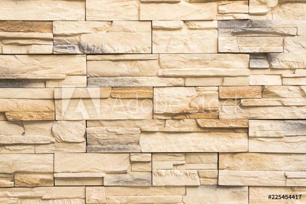 Montaż kamienia ozdobnego na ścianę - jak przebiega ten proces?