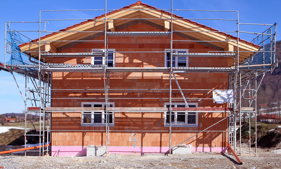 rusztowanie wykorzystane w budowie domu