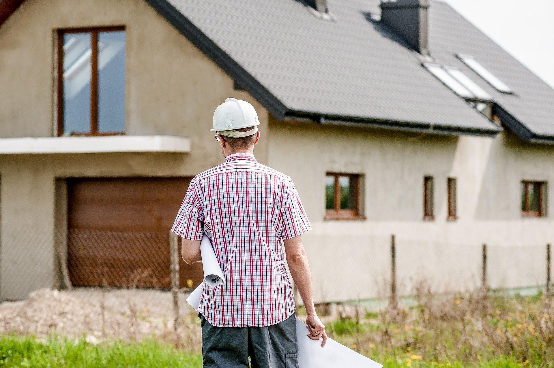 Czym charakteryzują się domy tanie w budowie?