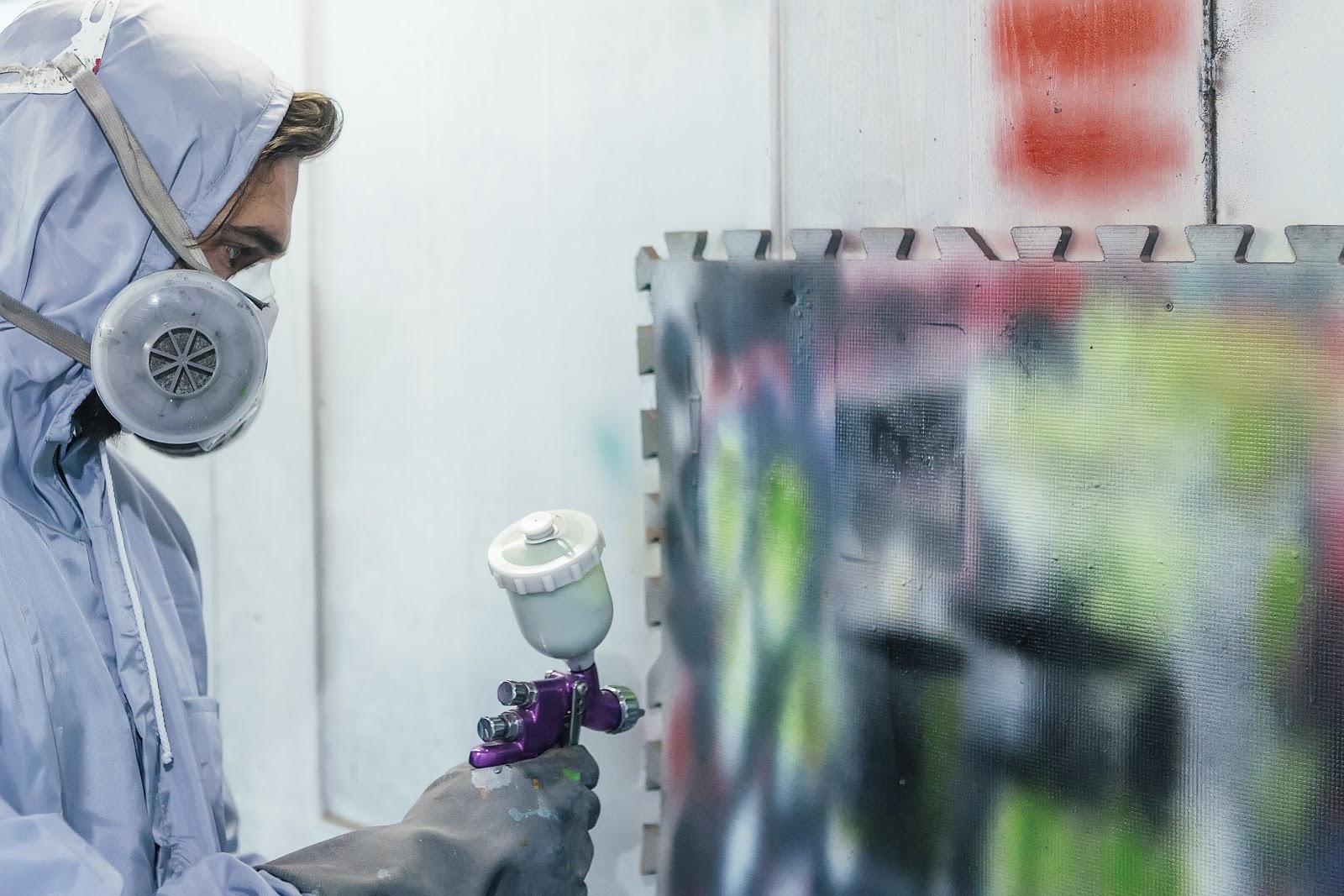 Malowanie natryskowe ścian — wszystko, co trzeba o tym wiedzieć