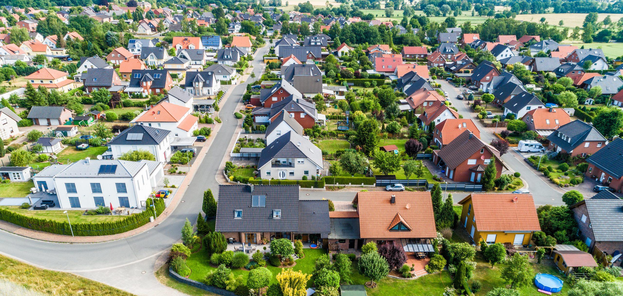 Kompleksy domów jednorodzinnych – wygoda oraz bezpieczeństwo