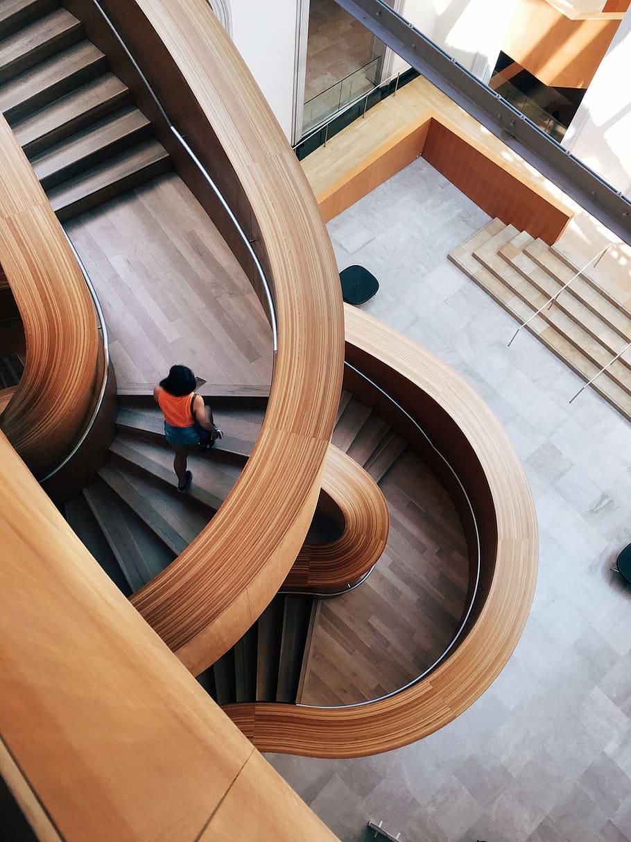 Jak odnowić stare schody drewniane?