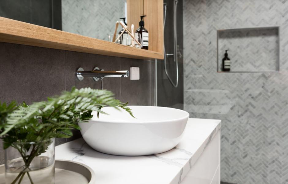 Czym kierować się wybierając płytki do łazienki?