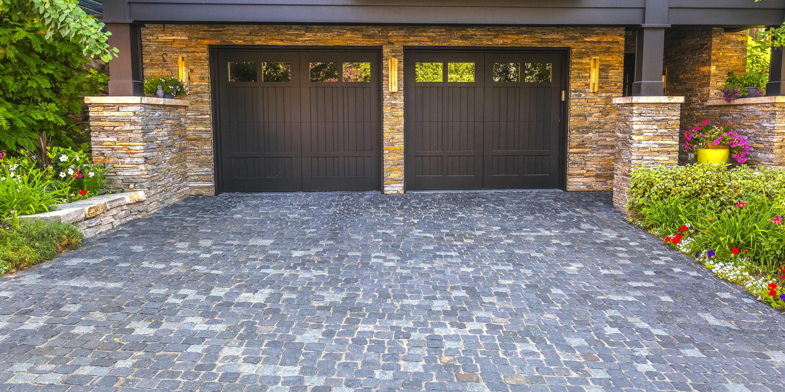 Bramy garażowe – czy znasz wszystkie typy i rodzaje?