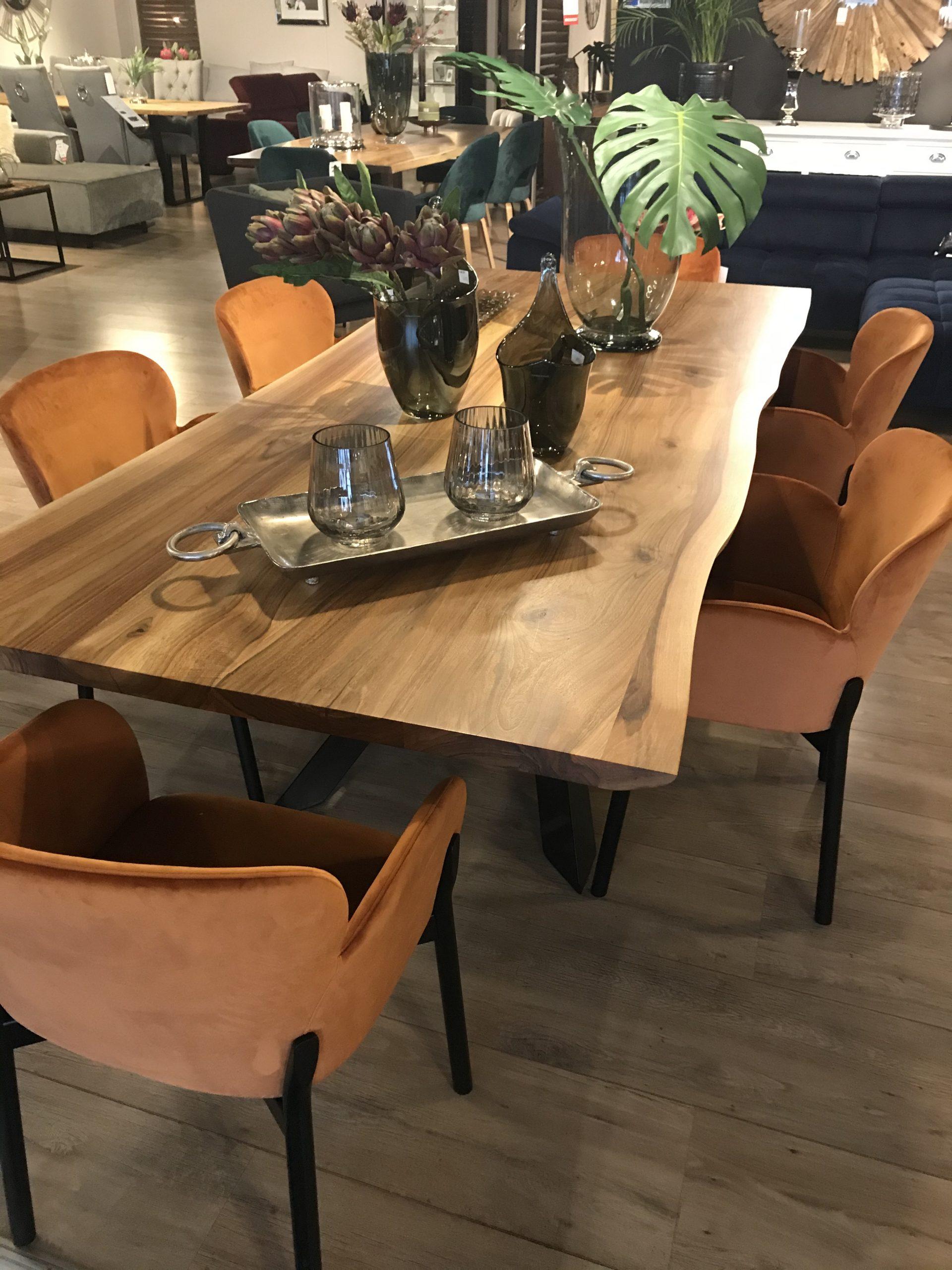 Powiększamy małą przestrzeń - designerskie meble i błyszczące dodatki
