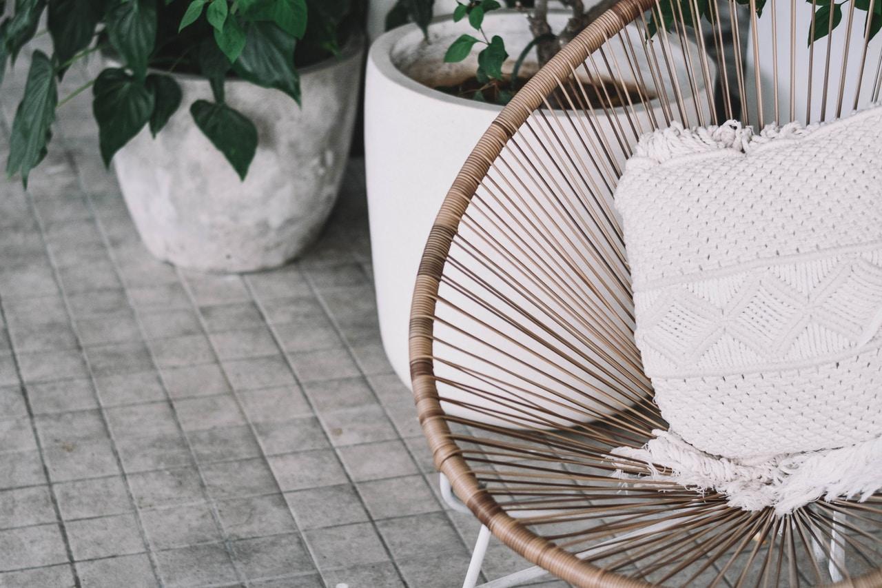 Dlaczego warto kupić krzesła rattanowe?