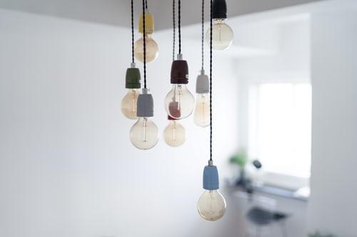 Etapy podłączenia lampy sufitowej