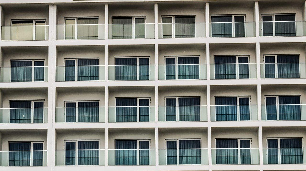Zabudowy balkonów – kiedy warto zainwestować w takie rozwiązanie?