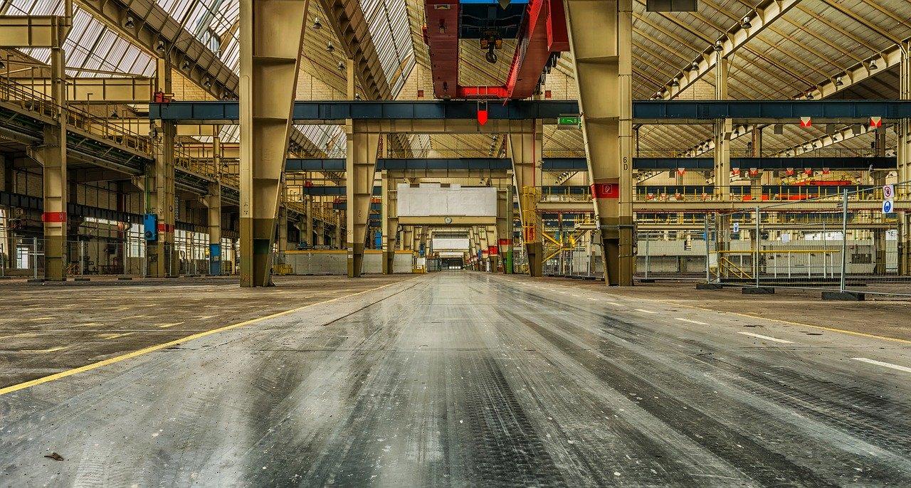 Posadzki przemysłowe – super trwałość w każdych warunkach