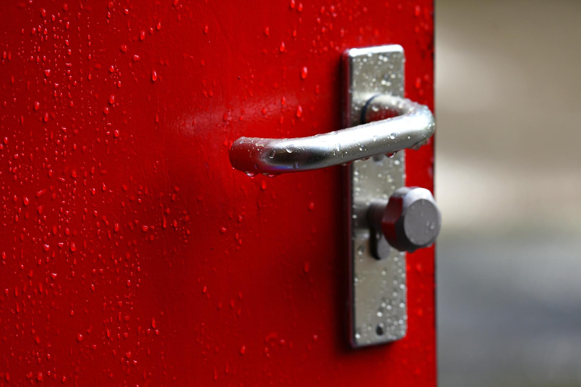 Solidne i inteligentne drzwi - postaw na bezpieczeństwo!