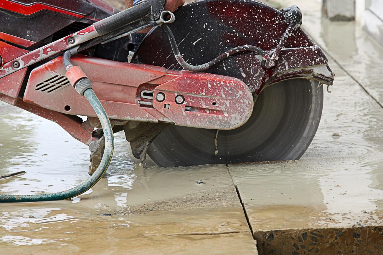 Cięcie betonu bez kurzu? Tak, to możliwe! Sprawdź, jak to zrobić