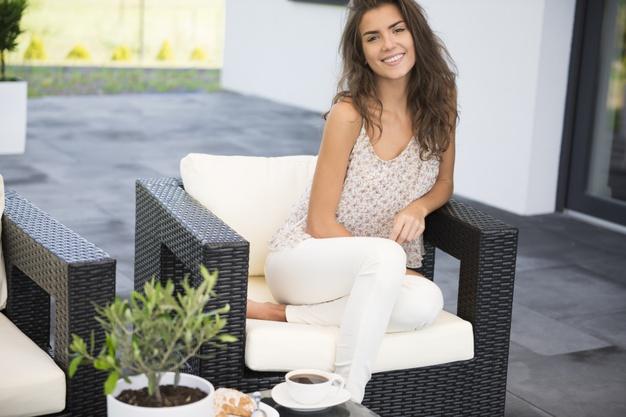 Korzystaj ze swojego balkonu lub tarasu przez całe lato! Wystarczy odpowiednie zadaszenie