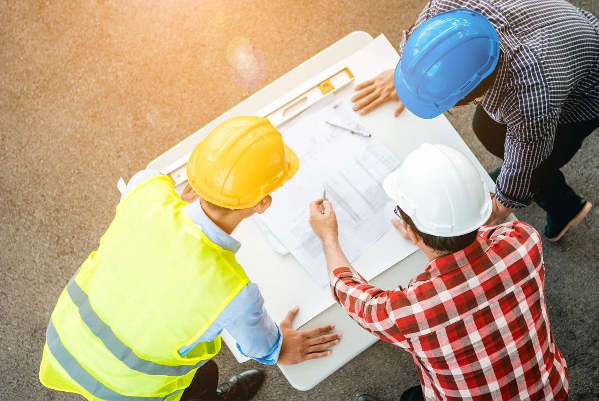 Jakimi kryteriami kierować się wybierając wysokiej jakości sprzęt budowlany?