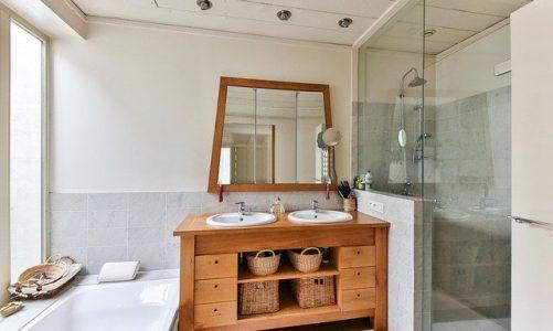 Mała łazienka – jak urządzić, by była też praktyczna?