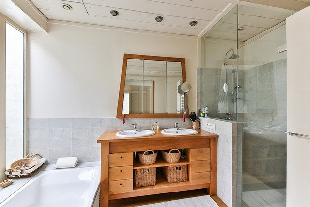 Mała łazienka - jak urządzić, by była też praktyczna?