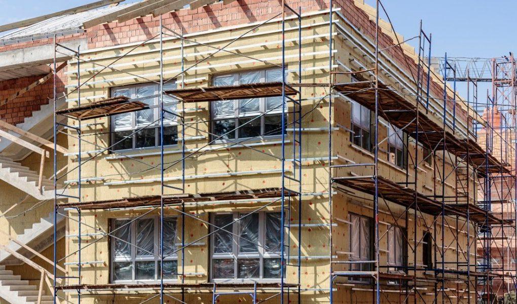 Co należy wiedzieć o wełnie fasadowej? Profesjonalne izolacje termiczne
